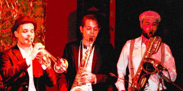 Synchronsprecher Tobias Kern am Saxophon